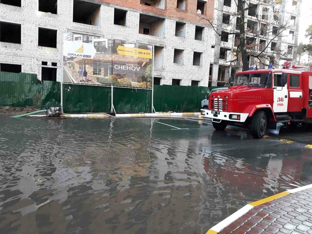 Рятувальники відкачали воду з підтоплених будинків в Ірпені, фото-2