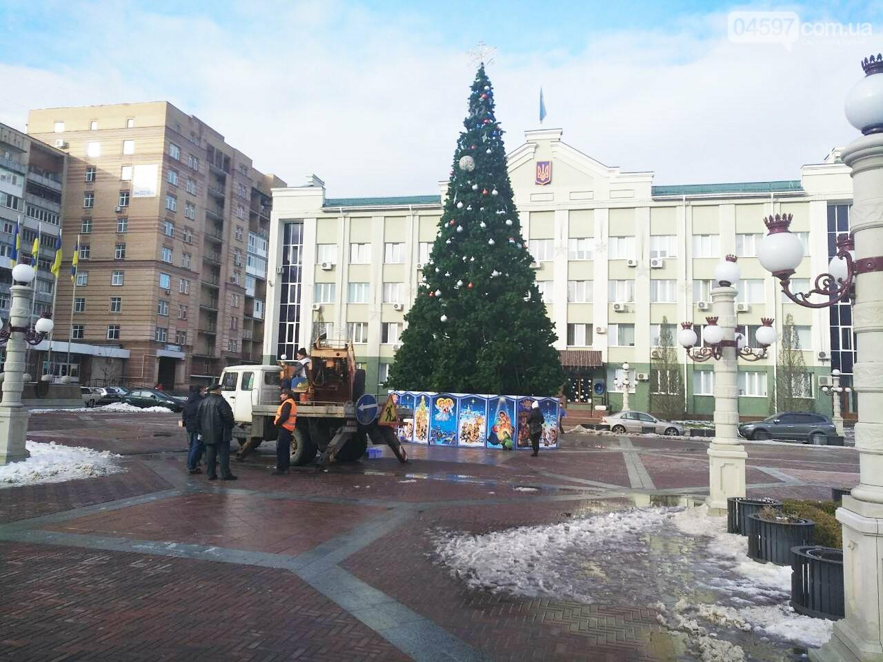В Ірпені почали демонтаж головної ялинки міста, фото-1