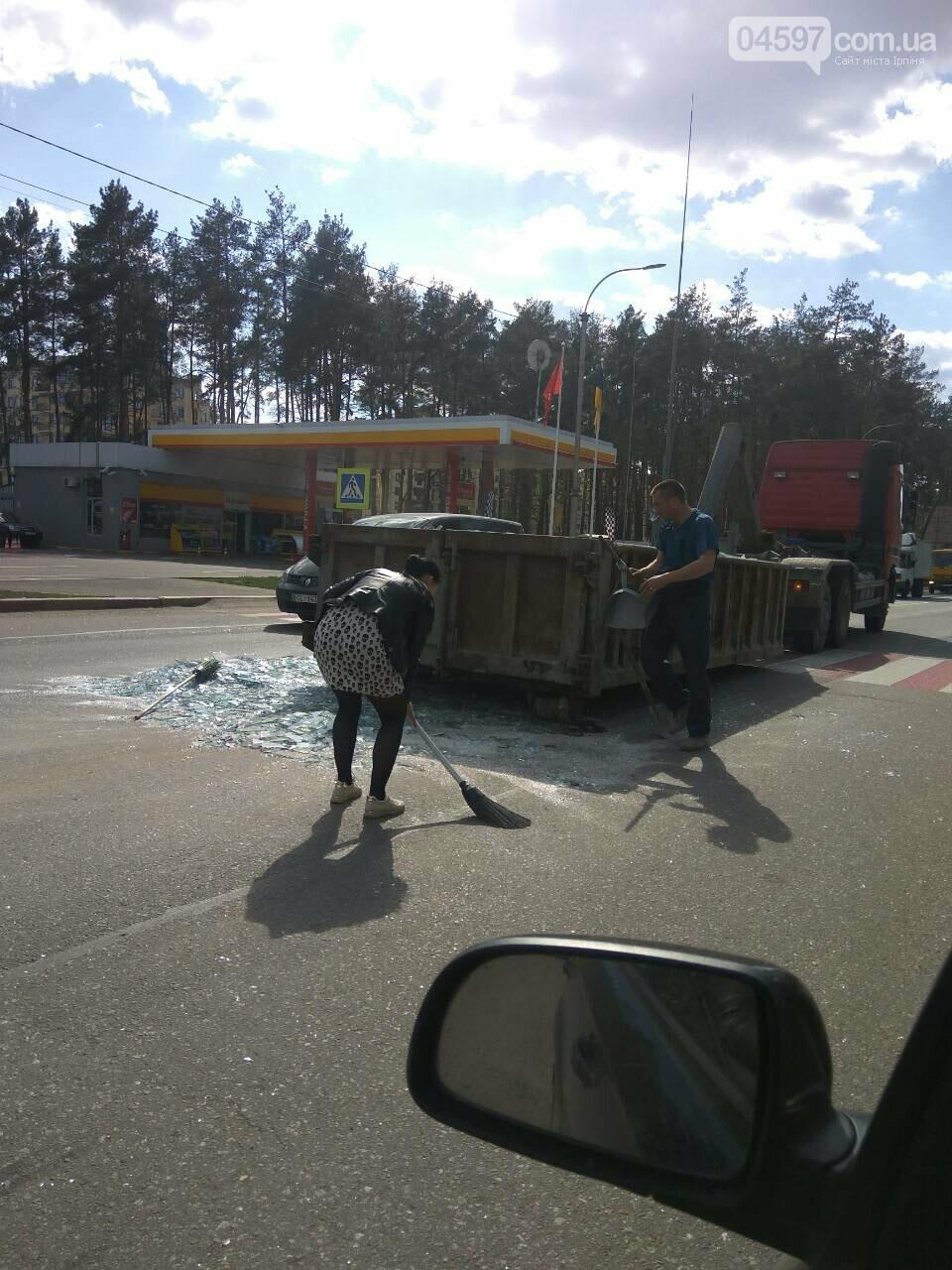 Увага водіям: на Варшавській трасі фура перекрила рух, фото-2