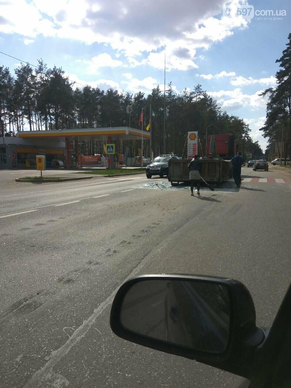 Увага водіям: на Варшавській трасі фура перекрила рух, фото-3