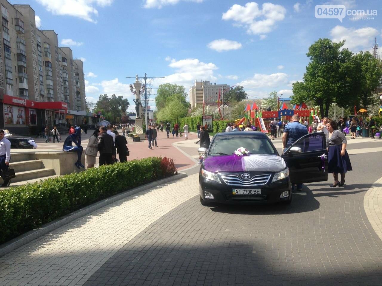 Вело-ДТП та весільний кортеж на Центральній площі Ірпеня, фото-6