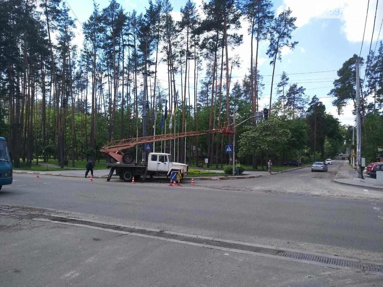 На перехресті Університетської та Пушкінської ремонтуть світлофор, фото-1