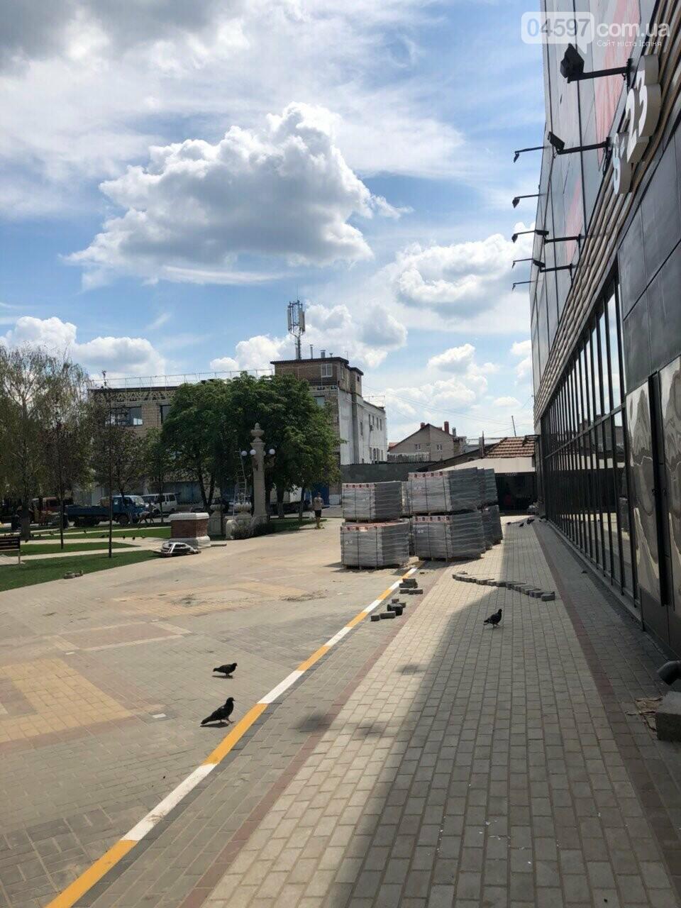 Роботи на площі, біля Еко-маркету, виходять на фінішну пряму, фото-6