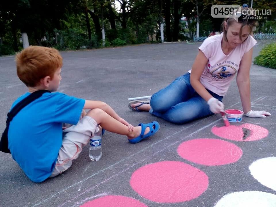 В 17 школі батьки і діти розмальовують подвір'я , фото-3