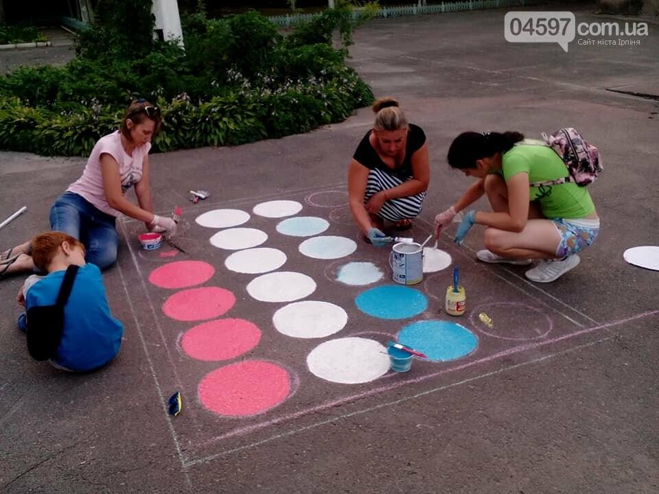 В 17 школі батьки і діти розмальовують подвір'я , фото-4