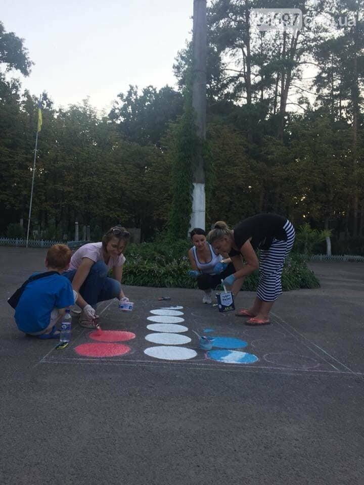 В 17 школі батьки і діти розмальовують подвір'я , фото-5