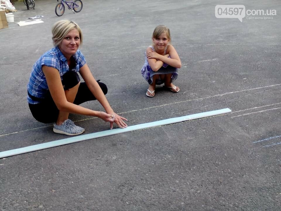 В 17 школі батьки і діти розмальовують подвір'я , фото-7
