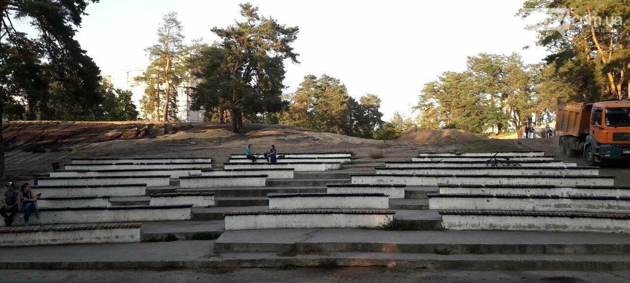 Улюблене місце студентів: що буде з трибунами в парку Перемоги?, фото-1