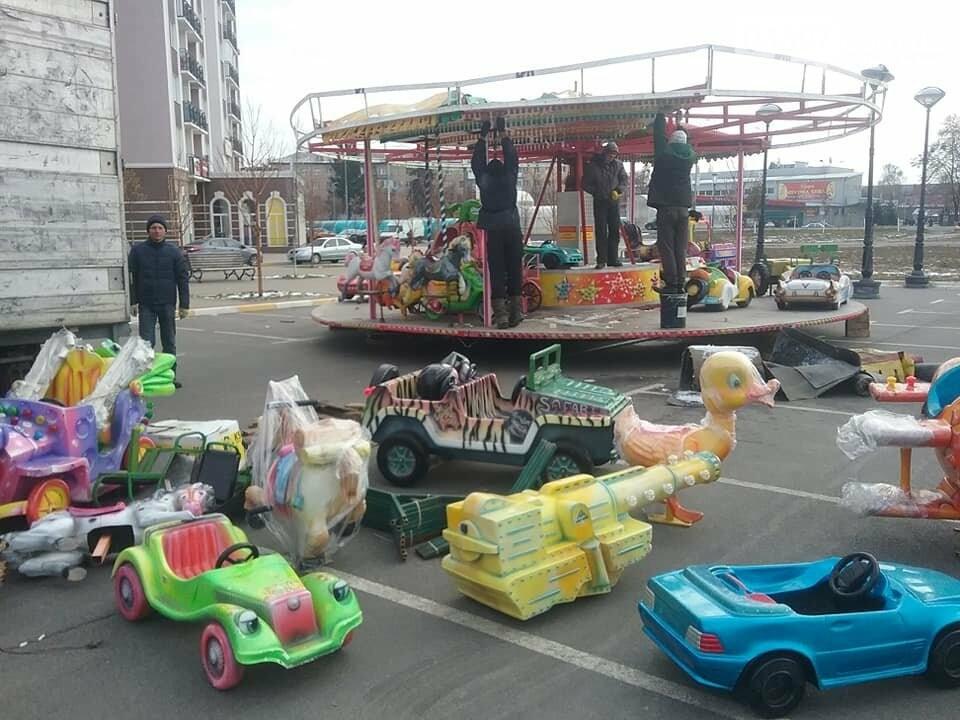 Свято наближається: в Бучі монтують казкове містечко з атракціонами, фото-2