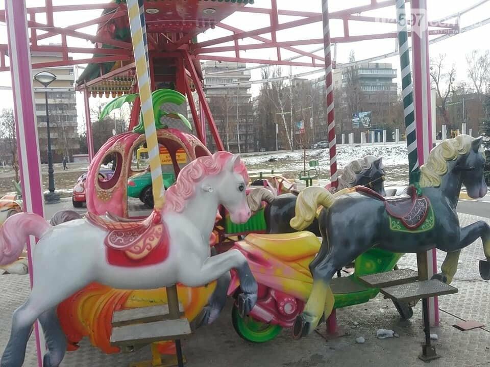 Свято наближається: в Бучі монтують казкове містечко з атракціонами, фото-3