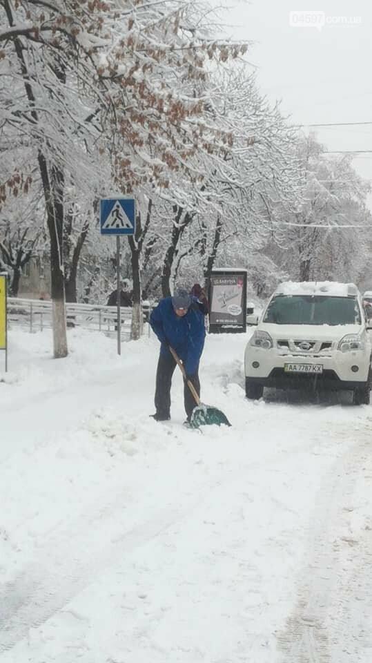 Снігова стихія: що відбувається на дорогах Ірпеня та області, фото-2
