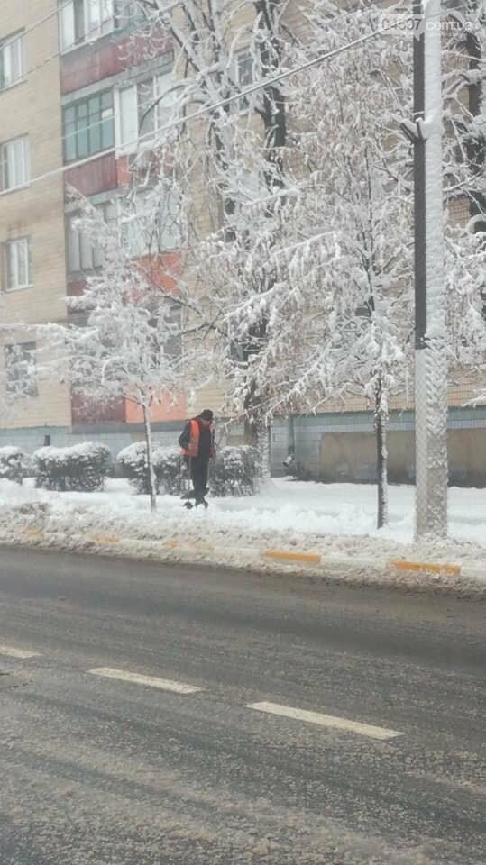 Снігова стихія: що відбувається на дорогах Ірпеня та області, фото-5