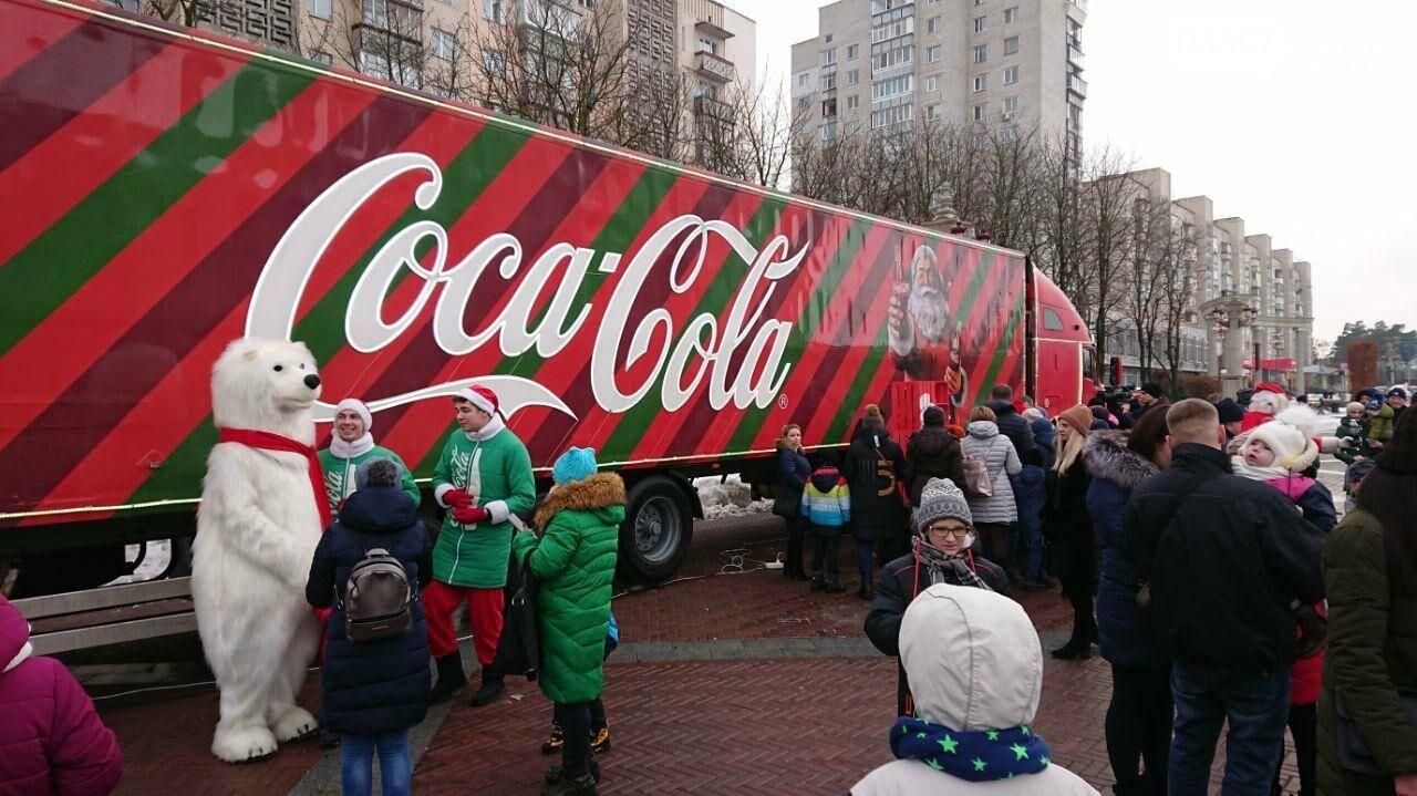 Прямо зараз: в центрі Ірпеня вантажівка Coca Cola, фото-1