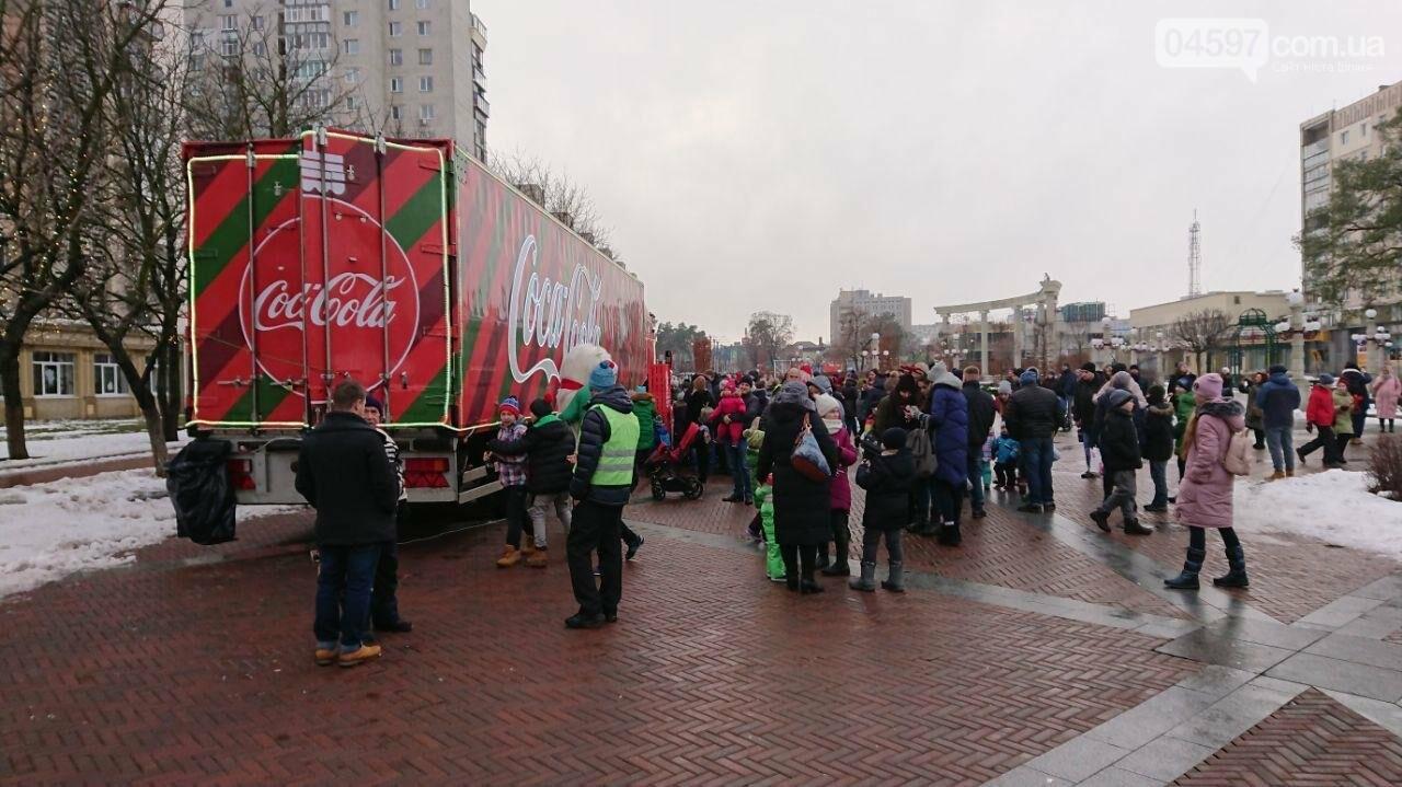 Прямо зараз: в центрі Ірпеня вантажівка Coca Cola, фото-4