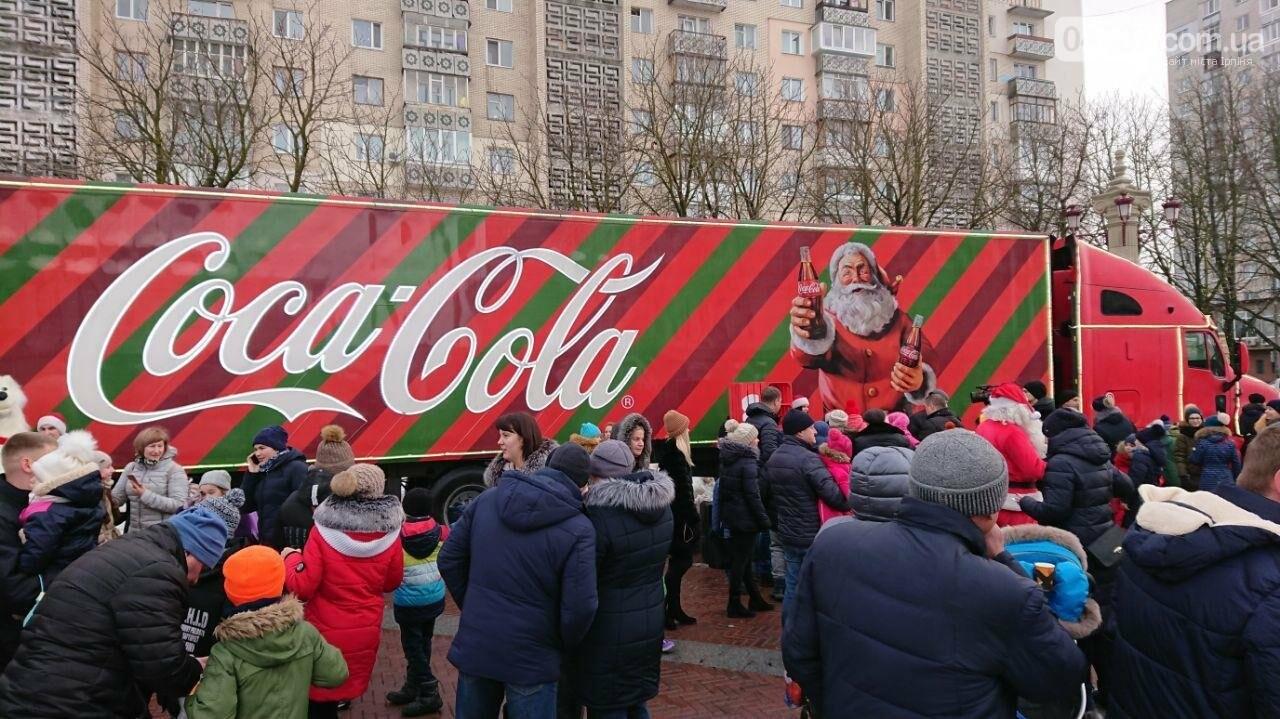 Прямо зараз: в центрі Ірпеня вантажівка Coca Cola, фото-5