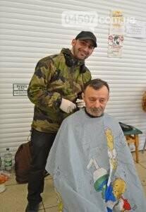 Перукарі з Ірпеня безкоштовно стрижуть у Переяславі, фото-2