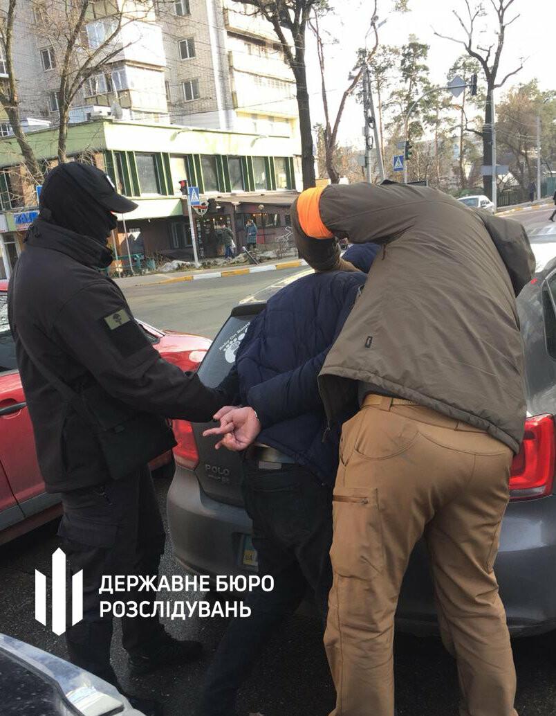 Затримання зі стрільбою: ірпінського слідчого взяли на отриманні хабаря, фото-2