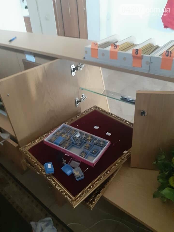 У Бучі вандали осквернили та пограбували храм УПЦ, фото-3