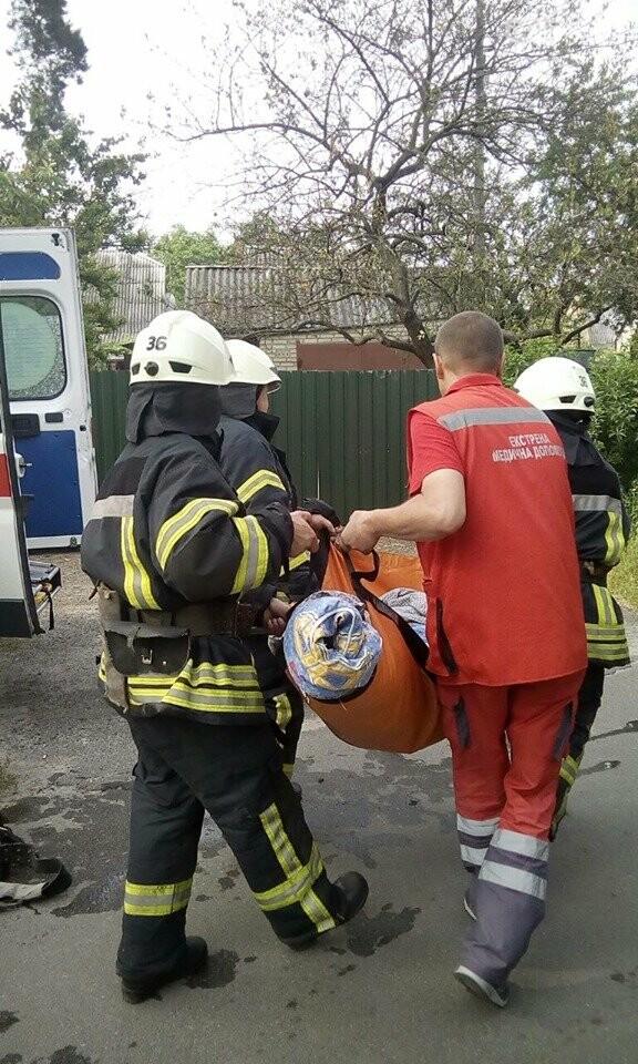 Ірпінські рятувальники витягли бабусю з колодязя, фото-3