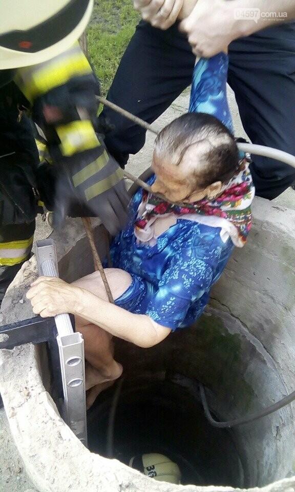 Ірпінські рятувальники витягли бабусю з колодязя, фото-5