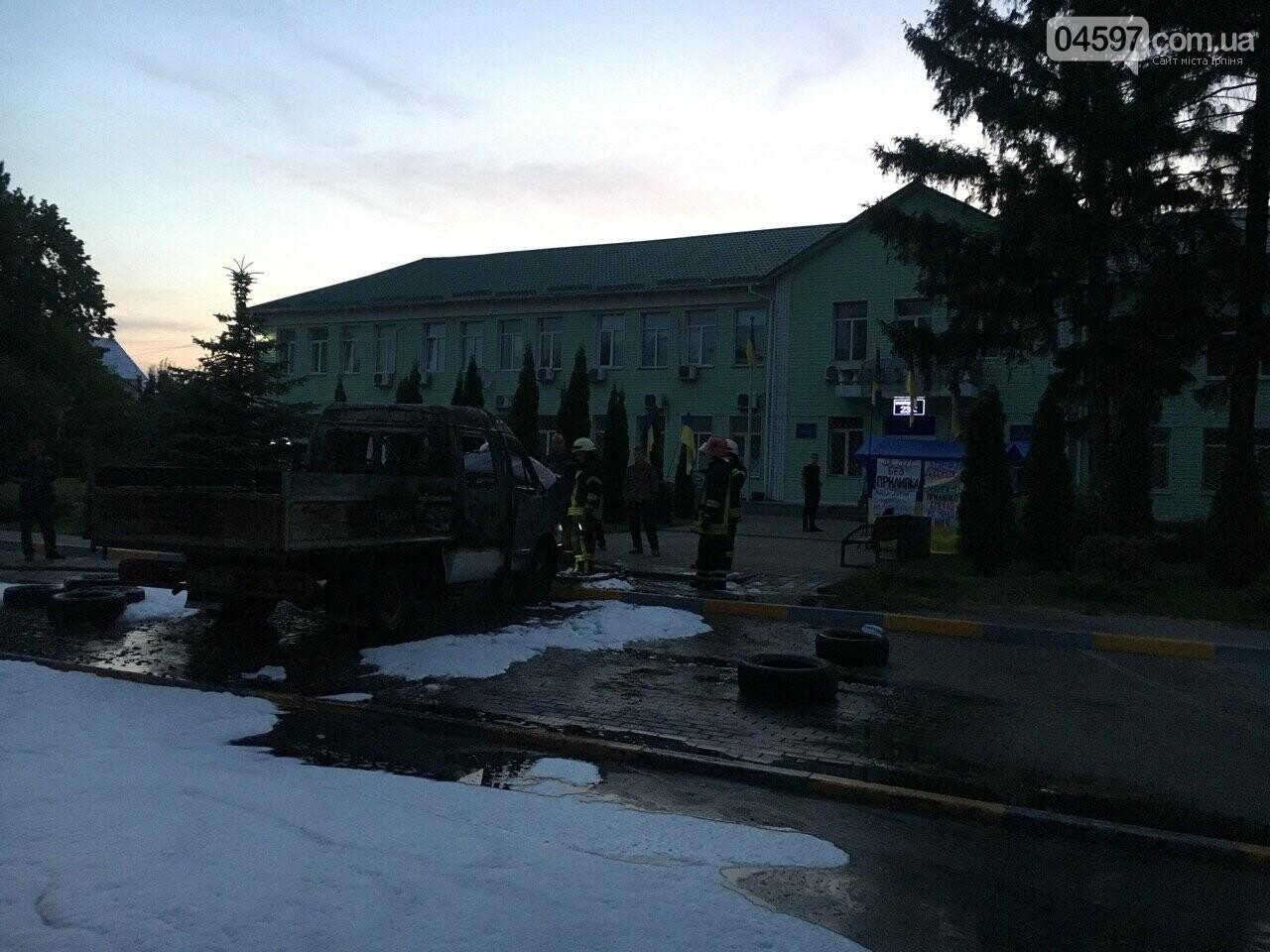 У Гостомелі перед мерією спалили машину, фото-4