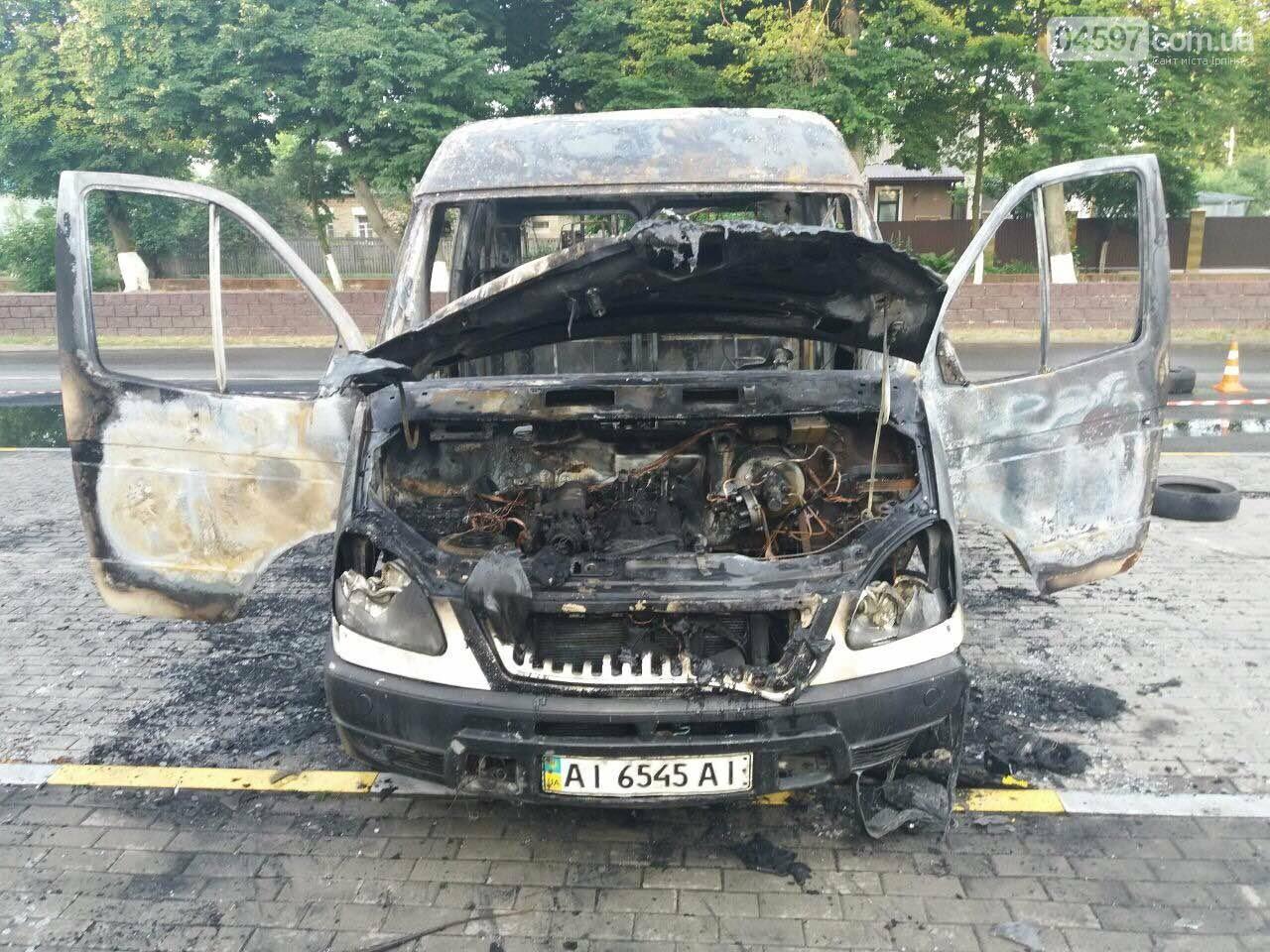 У Гостомелі перед мерією спалили машину, фото-5