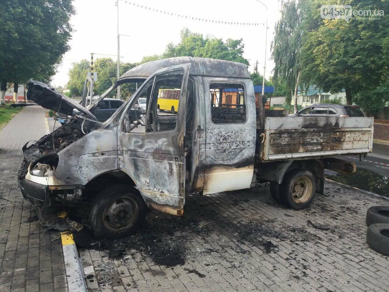 У Гостомелі перед мерією спалили машину, фото-3