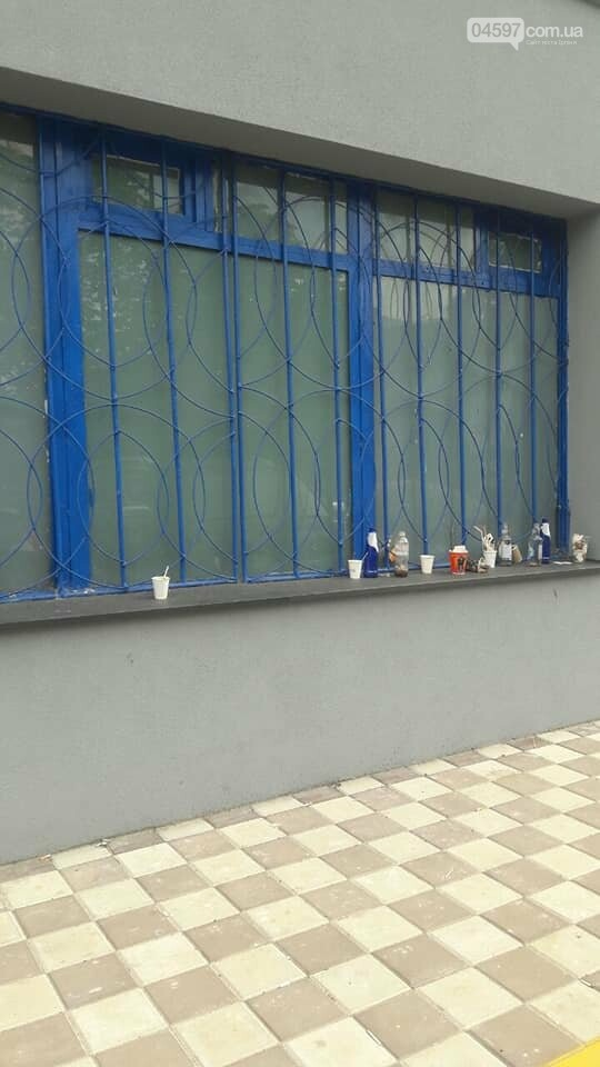 Ірпінчани в соцмережі обурилися смітником біля магазину Рошен, фото-2