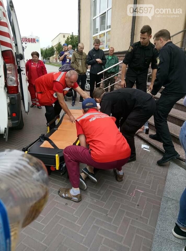 Впала зі сходинок в магазині, колиску з нeмовлям лeдь встигли схопити, фото-2