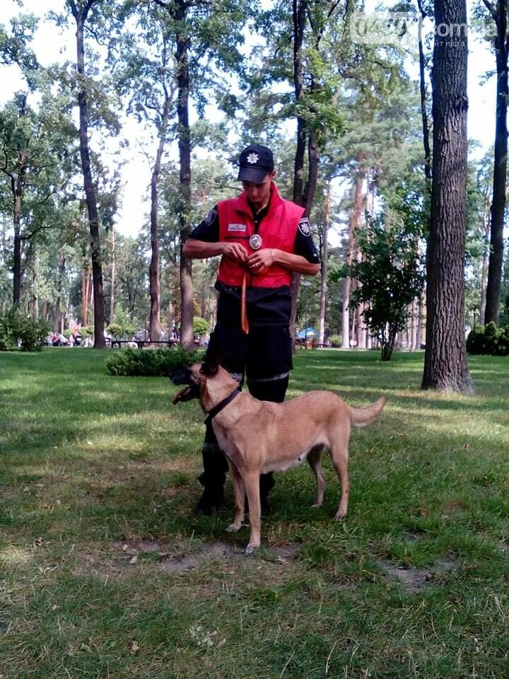 """Чому у парку """"Правика"""" поліція просить взуття відвідувачів?, фото-3"""