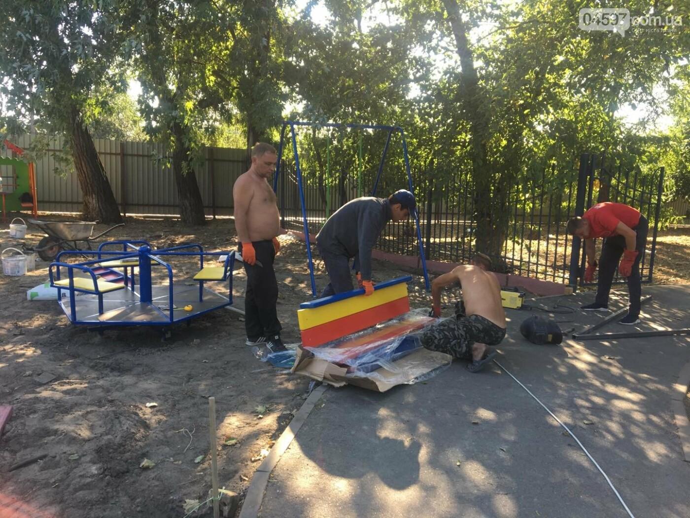У Гостомелі встановлюють новий дитячий майданчик, фото-4
