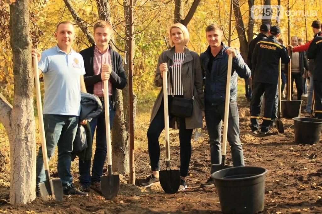 В Ірпені на Соборній продовжують саджати дерева, фото-4