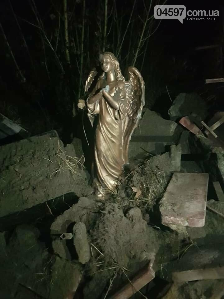 Викрали та кинули у смітник: у Ворзелі вандали познущалися над пам'ятником Героям АТО заради будівництва, фото-1