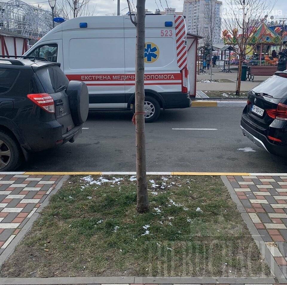 У Бучі в різдвяному містечку померла людина, фото-1
