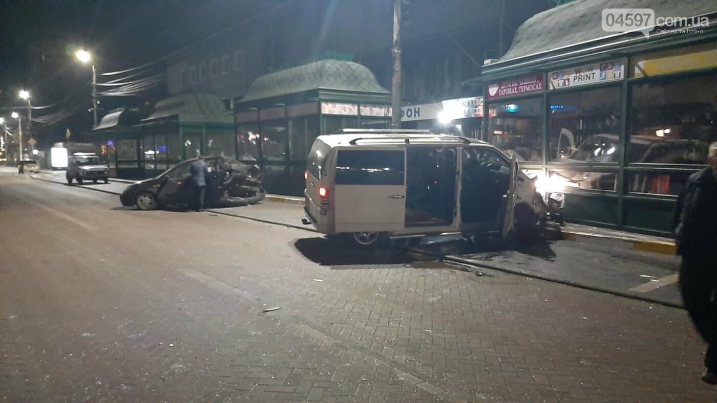В Ірпені бус розтрощив три автівки і влетів в МАФ, фото-1