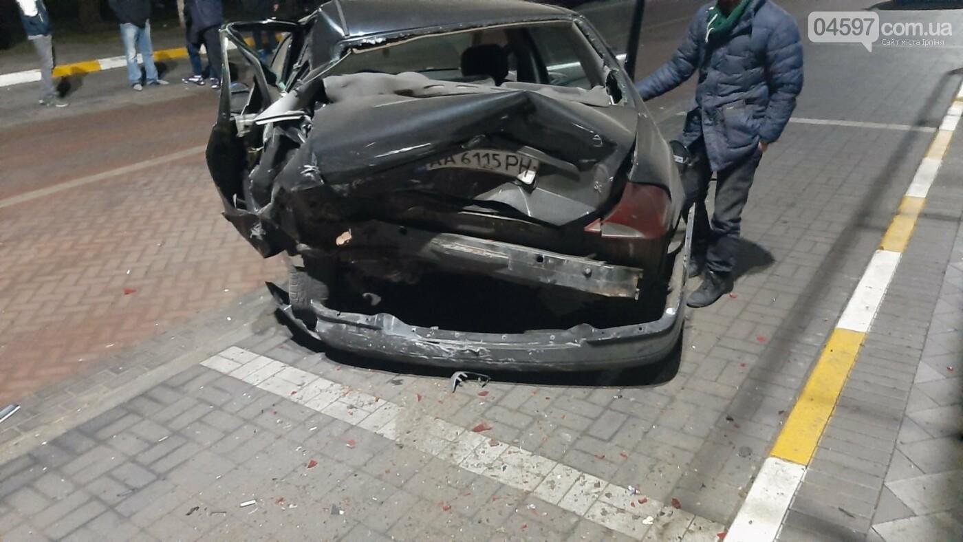 В Ірпені бус розтрощив три автівки і влетів в МАФ, фото-2