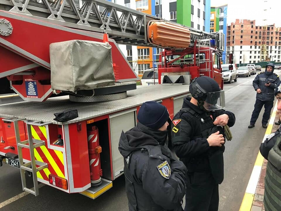 """В Ірпені в ЖК """"Єсенін"""" евакуювали мешканців через замінування, фото-4"""