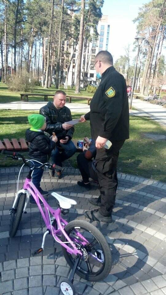 В Ірпені закрили для відвідування дитячі майданчики у парках, фото-1