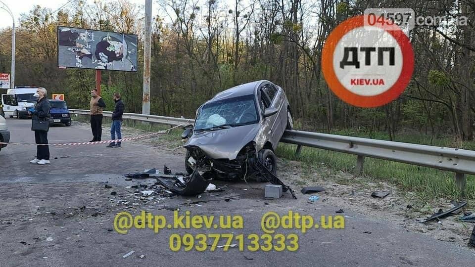 Під Києвом сталася смертельна ДТП: авто відкинуло на відбійник , фото-2