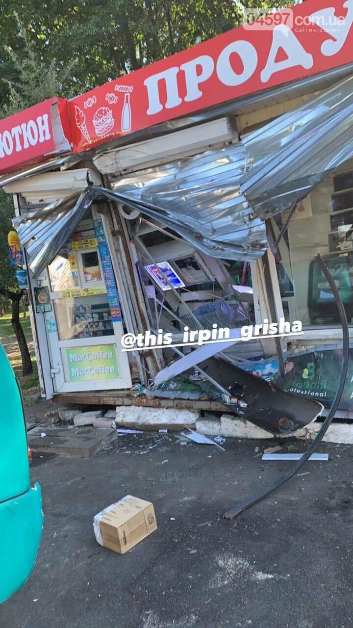 В Києві ірпінська маршрутка влетіла в магазин, фото-1