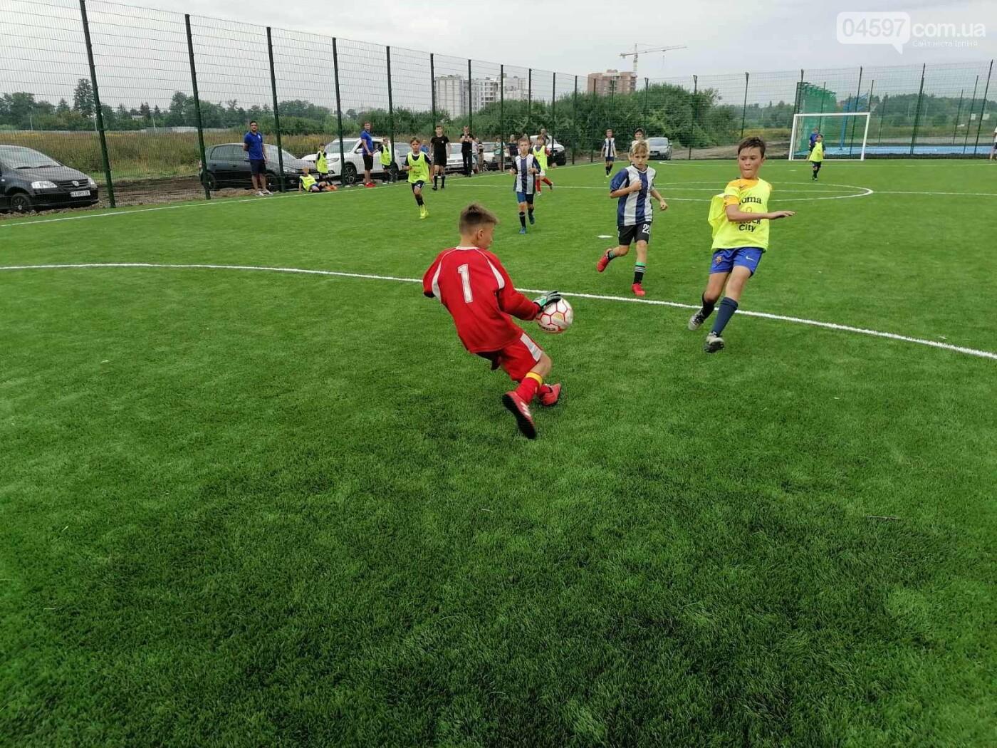 Спочатку діти: на новому полі в Ірпені пройшов чемпіонат з футболу, фото-3