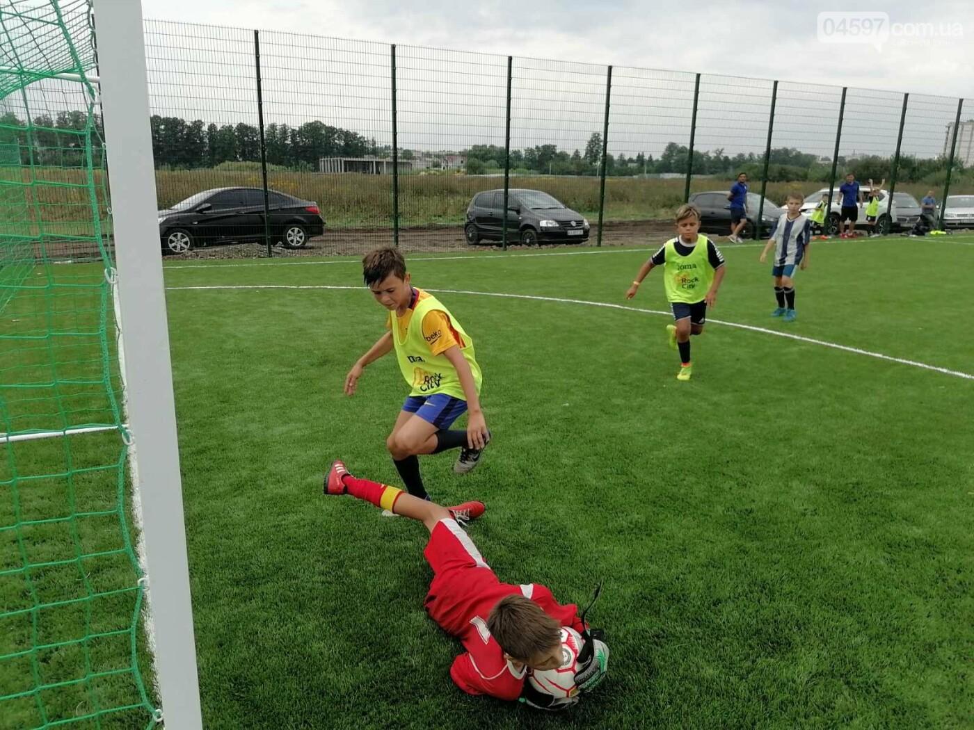 Спочатку діти: на новому полі в Ірпені пройшов чемпіонат з футболу, фото-1