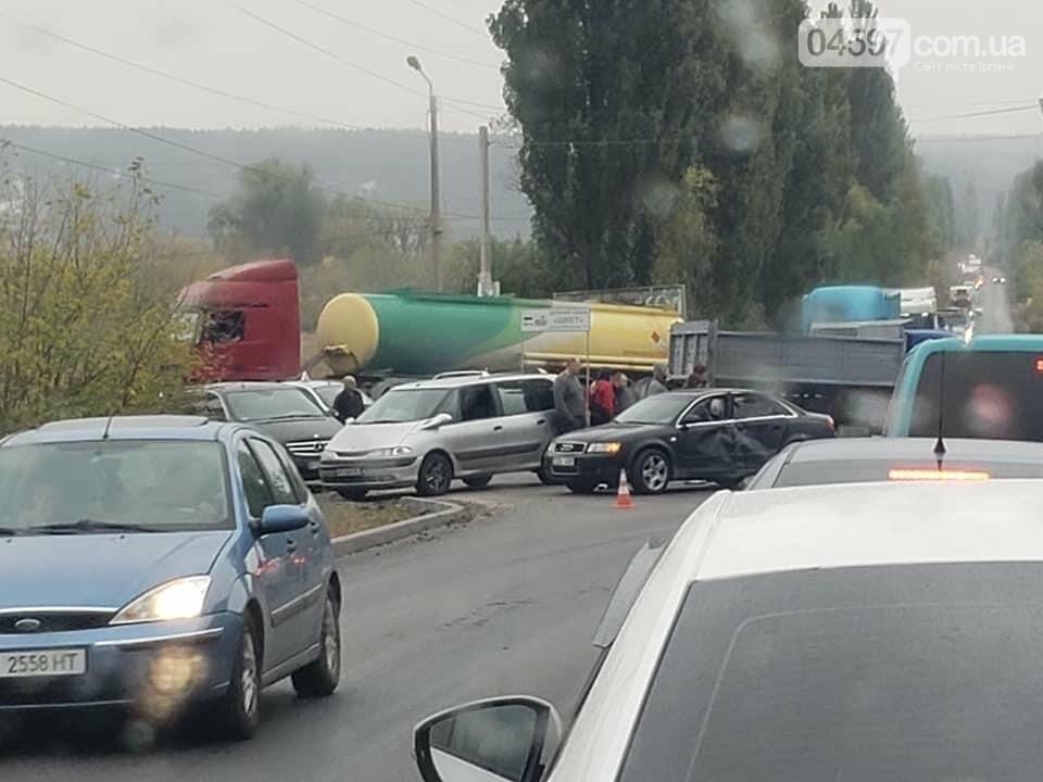 На перехресті між Ворзелем і Бучею потрійне ДТП: мотоцикліст розбився насмерть , фото-1