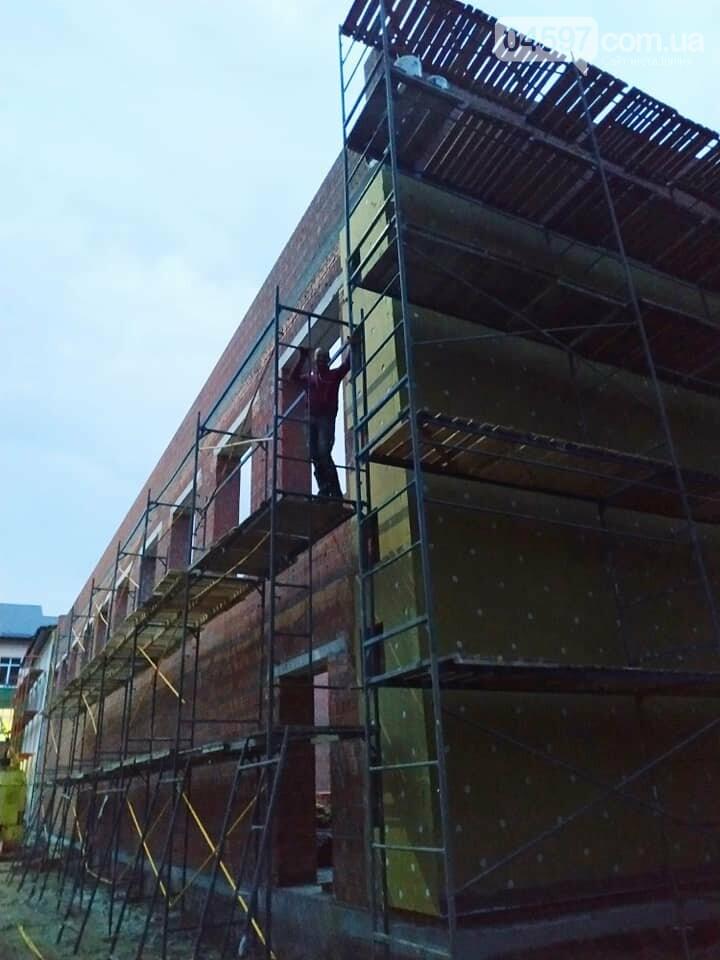 Прибудова школи №1 виглядає утричі більшою за стару, фото-2