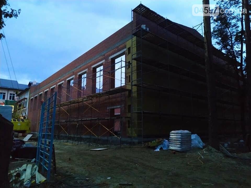 Прибудова школи №1 виглядає утричі більшою за стару, фото-4