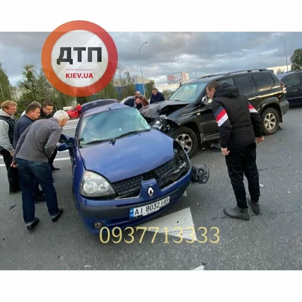 У Ворзелі позашляховик протаранив у бік Renault (ФОТО), фото-2