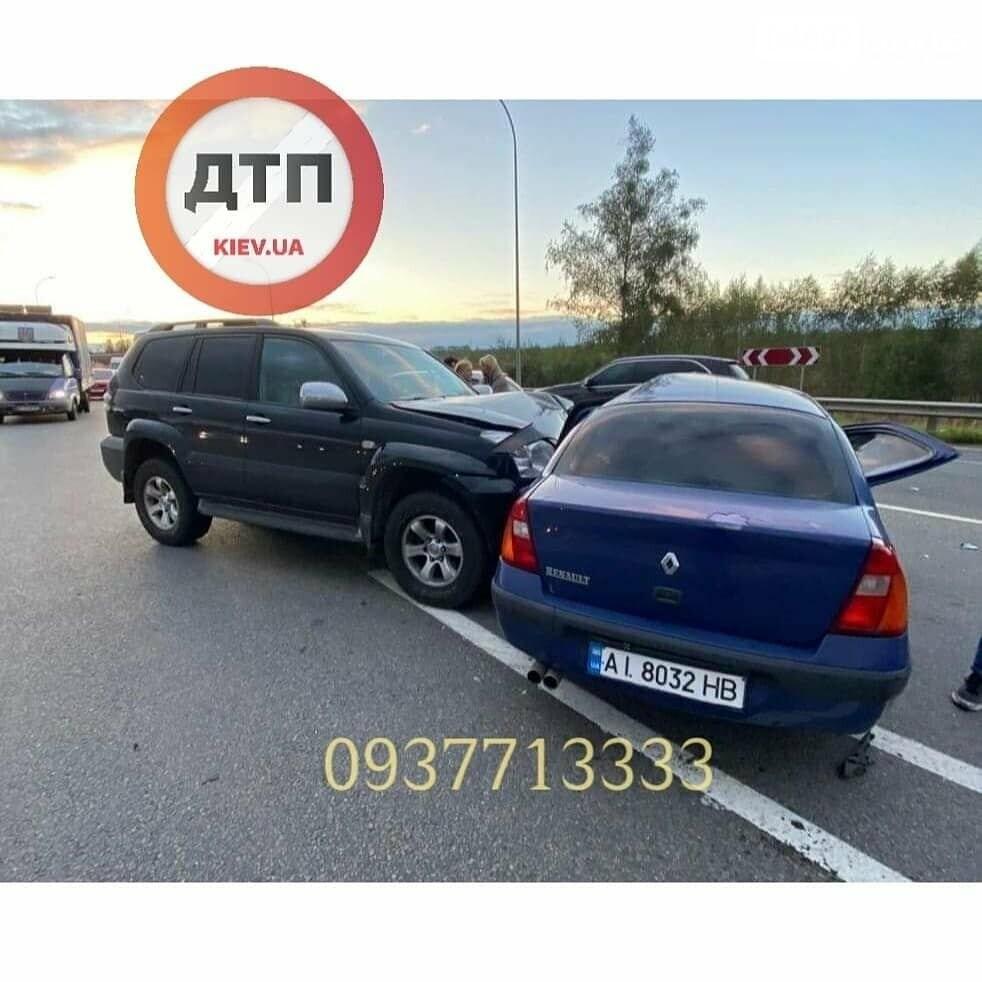 У Ворзелі позашляховик протаранив у бік Renault (ФОТО), фото-1