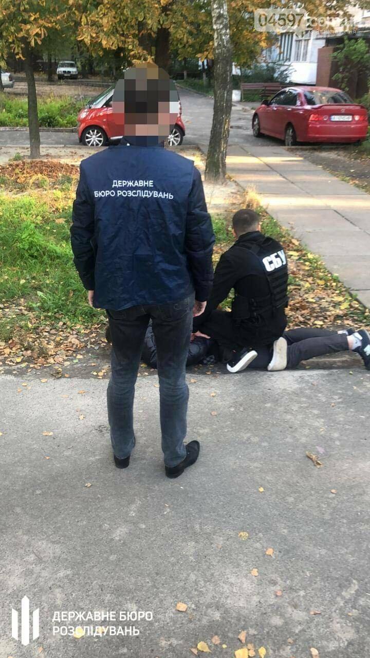 4 тисячі доларів за пом'якшення покарання: в Ірпені «на гарячому» взяли слідчого , фото-1