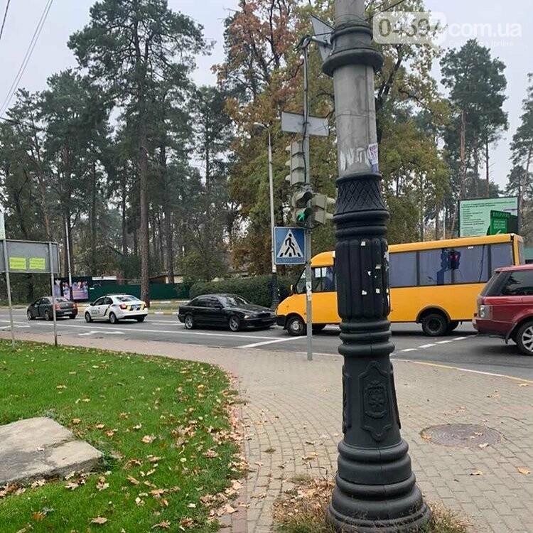 В Бучі маршрутка збила людину і влетіла в легковик (ФОТО), фото-3