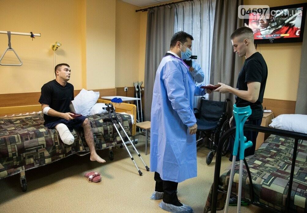 Володимир Зеленський відвідав центр реабілітації військових в Ірпені, фото-1